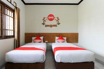 OYO 159 Santo Guest House Surabaya - Standard Twin Room Regular Plan