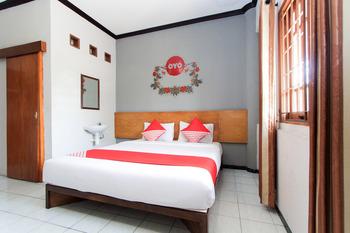 OYO 159 Santo Guest House Surabaya - Standard Double Room Regular Plan