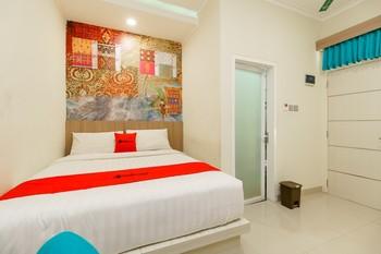RedDoorz Plus @ Point Phila Cihampelas Bandung - RedDoorz Room 24 ours Deal