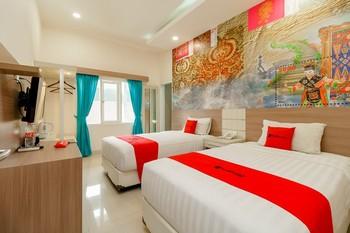 RedDoorz Plus @ Point Phila Cihampelas Bandung - RedDoorz Deluxe Room 24 ours Deal