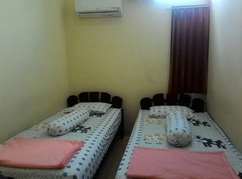Imam Bonjol Hostel Semarang - 2 in 1 Room with Shared Bathroom Regular Plan