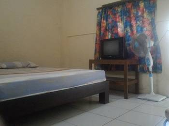 Hotel Punokawan Solo - Standard Room with Fan and TV Regular Plan
