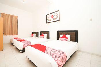 OYO 485 Marcello Residence Surabaya - Suite Triple Regular Plan