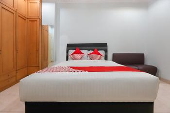 OYO 297 45 Residence Near RS Husada Jakarta - Standard Double Room  Last Minute