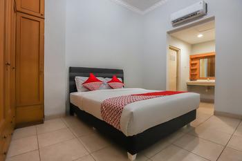 OYO 297 45 Residence Near RS Husada Jakarta - Deluxe Double Room Regular Plan
