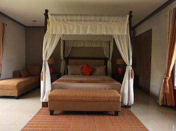 Puri Sabina Bed and Breakfast Bali - Jacuzzi Suite Regular Plan