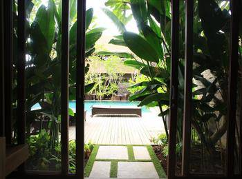 Puri Sabina Bed and Breakfast Bali - Pool Deck Room Last Minute