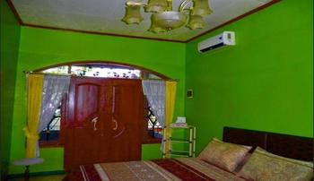 Green Homestay Syariah Bandung Bandung - Deluxe Room Regular Plan