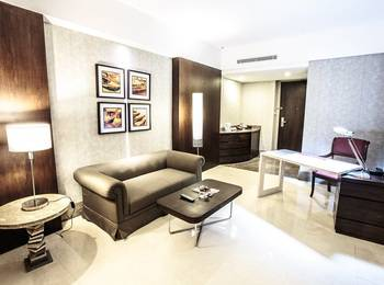 Hotel Crown Tulungagung - Suite Room SAFECATION