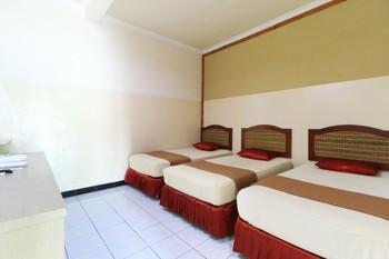 Griyonur Homestay Syariah Surabaya - Deluxe Triple Room Minimum Stay