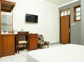 RedDoorz @Cihampelas Bandung - RedDoorz Room Special Promo Gajian