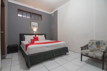 RedDoorz @Cihampelas Bandung - RedDoorz Deluxe Room 24 Hours Deal