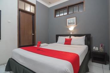 RedDoorz @Cihampelas Bandung - RedDoorz Room 24 Hours Deal