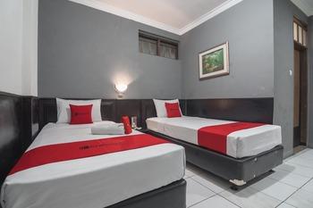 RedDoorz @Cihampelas Bandung - RedDoorz Twin Room 24 Hours Deal