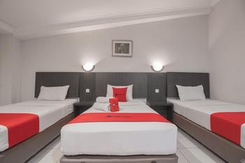 RedDoorz @Cihampelas Bandung - RedDoorz Family Room 24 Hours Deal