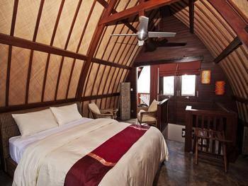 Meno Mojo Beach Resort Lombok - Deluxe Beach Front Regular Plan