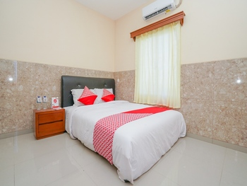 OYO 2089 Graha Sakinah Syariah 4 Sidoarjo - Standard Double Room Regular Plan