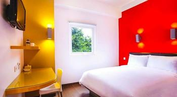 Amaris Hotel Cihampelas - Smart Room Queen Offer  Regular Plan
