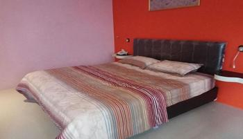 Tulip Guest House Malang - Standard King Non AC Regular Plan