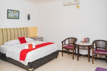 RedDoorz Plus @ Cibogo Puncak 3 Puncak - RedDoorz Room Basic deal
