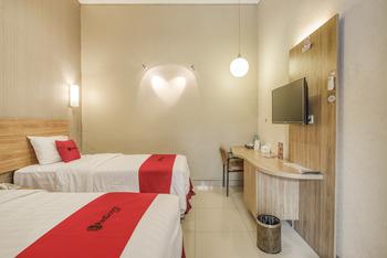 RedDoorz Syariah near Terminal 1 Juanda Airport Surabaya - RedDoorz Twin Room Last Minute
