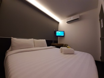 Hotel Pantes Simpang Lima Semarang - Deluxe Room Only Regular Plan