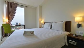 Whiz Prime Cifest Cikarang - Standard Room For 1 Person Regular Plan