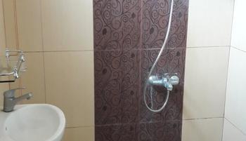 Banana Homestay Yogyakarta - Kamar Standar dengan Wastafel dan Shower Regular Plan