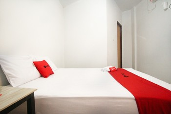 RedDoorz near Mal Abepura Jayapura - RedDoorz Room Today's Deals