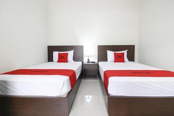 RedDoorz Syariah Plus @ Jakal Bawah 3 Yogyakarta - RedDoorz Twin Room with Breakfast Regular Plan