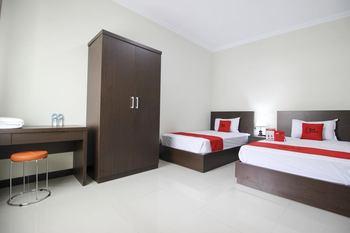 RedDoorz Syariah Plus @ Jakal Bawah 3 Yogyakarta - RedDoorz Twin Room LMD