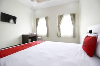 RedDoorz Syariah Plus @ Jakal Bawah 3 Yogyakarta - RedDoorz Deluxe Room Regular Plan