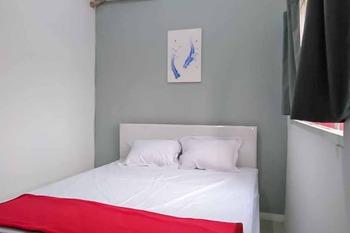 RedDoorz near Alun - Alun Magetan Magetan - RedDoorz Room Basic Deals