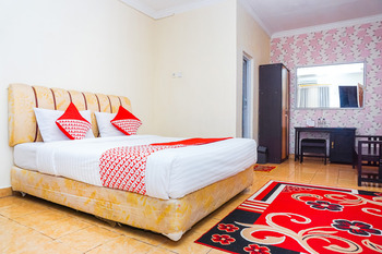 OYO 362 Hotel Siti Nurbaya Syariah Padang -  Standard Double Room Regular Plan