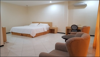 Hotel Bukit Mas Banjarmasin - Deluxe Room Regular Plan