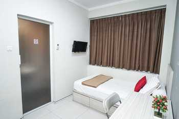 M25 Eksklusif near Soetta Jakarta Airport Tangerang - Executive Non-Refundable Crazy Room Deal