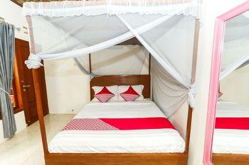 OYO 1230 Kampoeng Osing Syariah Guesthouse Banyuwangi - Deluxe Double Room Regular Plan