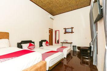 OYO 1230 Kampoeng Osing Syariah Guesthouse Banyuwangi - Deluxe Family Room Regular Plan