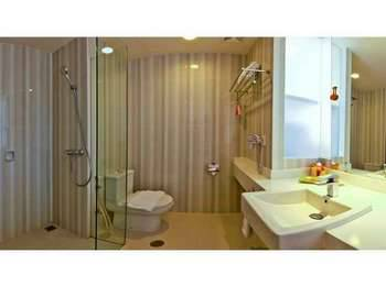 HARRIS Hotel Malang - HARRIS Room Pool View Regular Plan