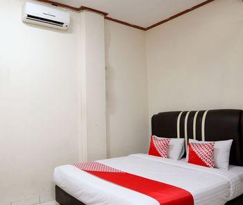 OYO 1686 Lenggogeni House Padang - Deluxe Double Room Regular Plan