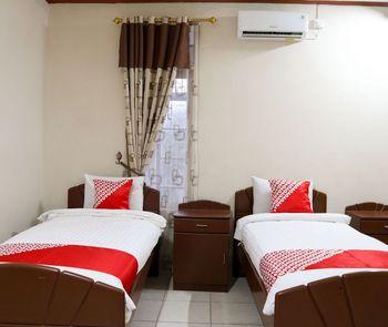 OYO 1686 Lenggogeni House Padang - Standard Twin Room Regular Plan