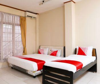 OYO 1686 Lenggogeni House Padang - Suite Triple Regular Plan