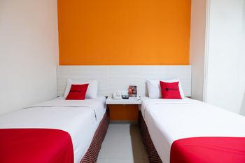RedDoorz Plus @ Hotel Alden Makassar Makassar - RedDoorz Deluxe Twin Room with Breakfast Regular Plan