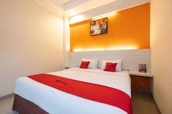 RedDoorz Plus @ Hotel Alden Makassar Makassar -  RedDoorz Suite Room Basic Deals