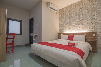 RedDoorz @ Kiaracondong Bandung - RedDoorz Room 24 Hours Deal