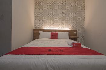 RedDoorz @ Kiaracondong Bandung - RedDoorz Room with Breakfast LM