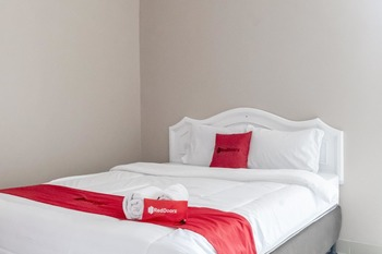 RedDoorz Plus near Tambun Station Bekasi - RedDoorz Room Basic Deal