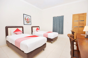 OYO 743 Garden Guesthouse Yogyakarta -  Standard Twin Room Regular Plan