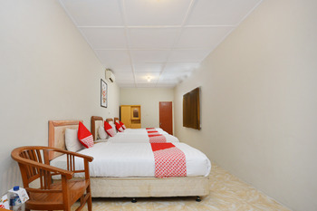 OYO 743 Garden Guesthouse Yogyakarta - Suite Family  Regular Plan