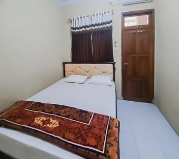 Wisma Hikmah Syariah Majalengka Majalengka - Standard Room Best Deal